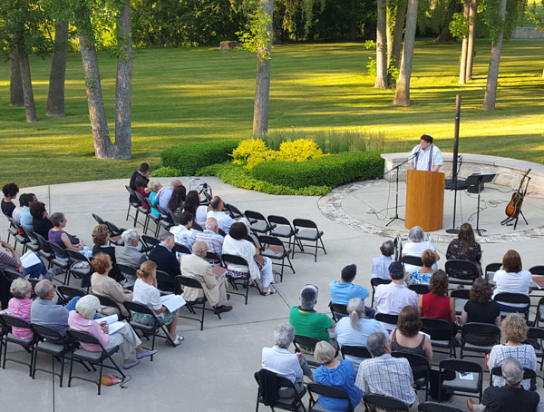 outdoor shabbat with rabbi